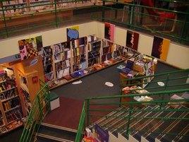 Exposition dans la librairie thuard