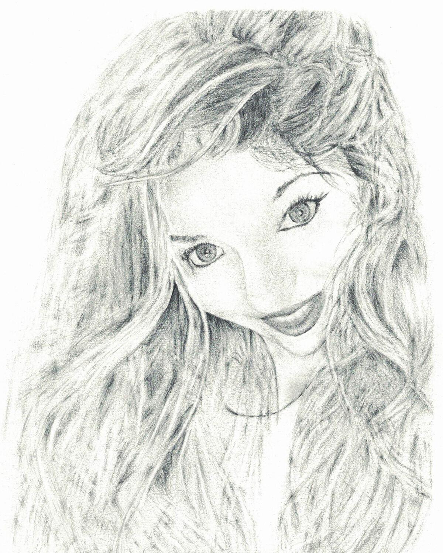 Dessin de portrait jeune femme aux cheveux longs