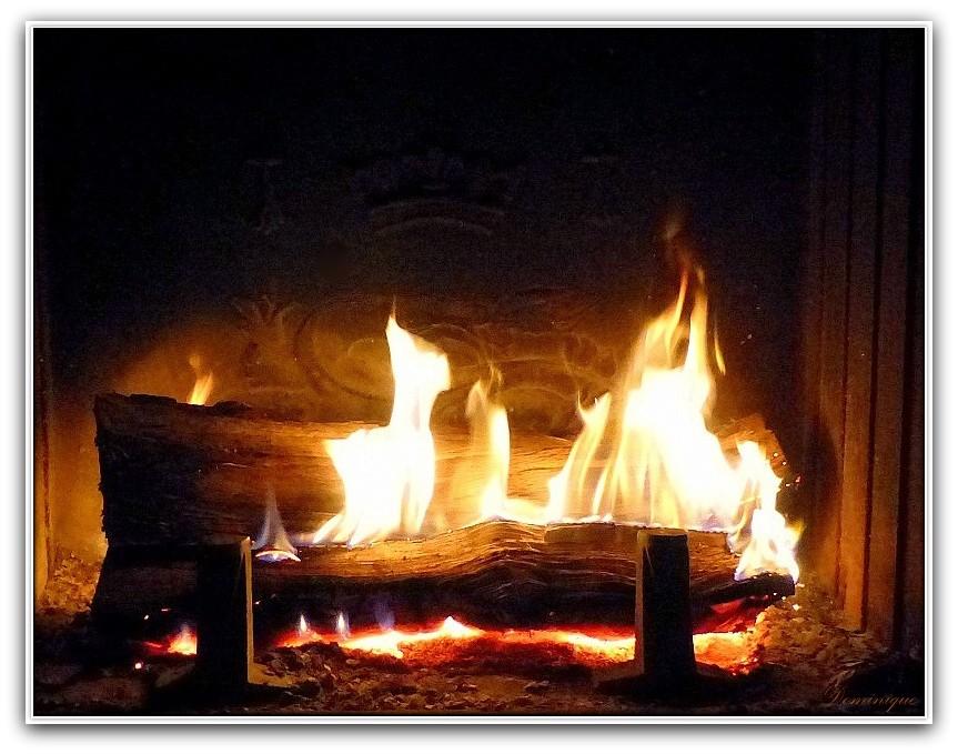 mon amour s'est couchée et je reste devant la cheminée, à voir les flammes danser.