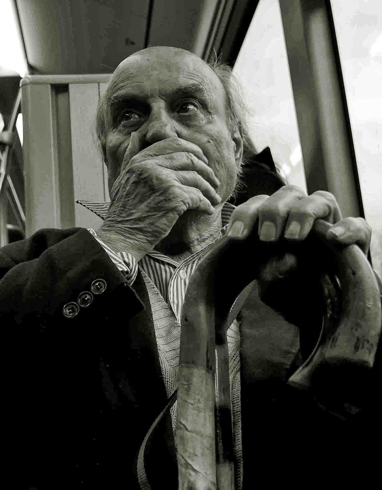 L'homme dans le bus - Le fichier 20€ - Tirages tous formats voir mon site sur mon profil