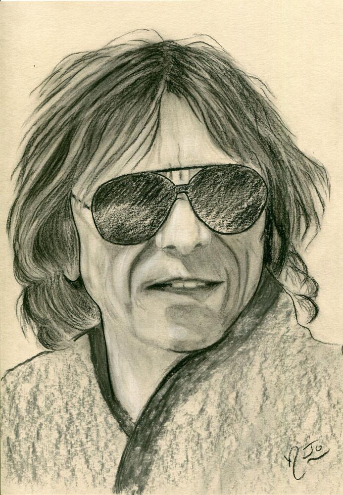 L'homme aux lunettes noires