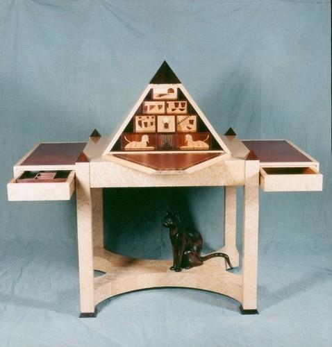 Secrétaire Pyramide