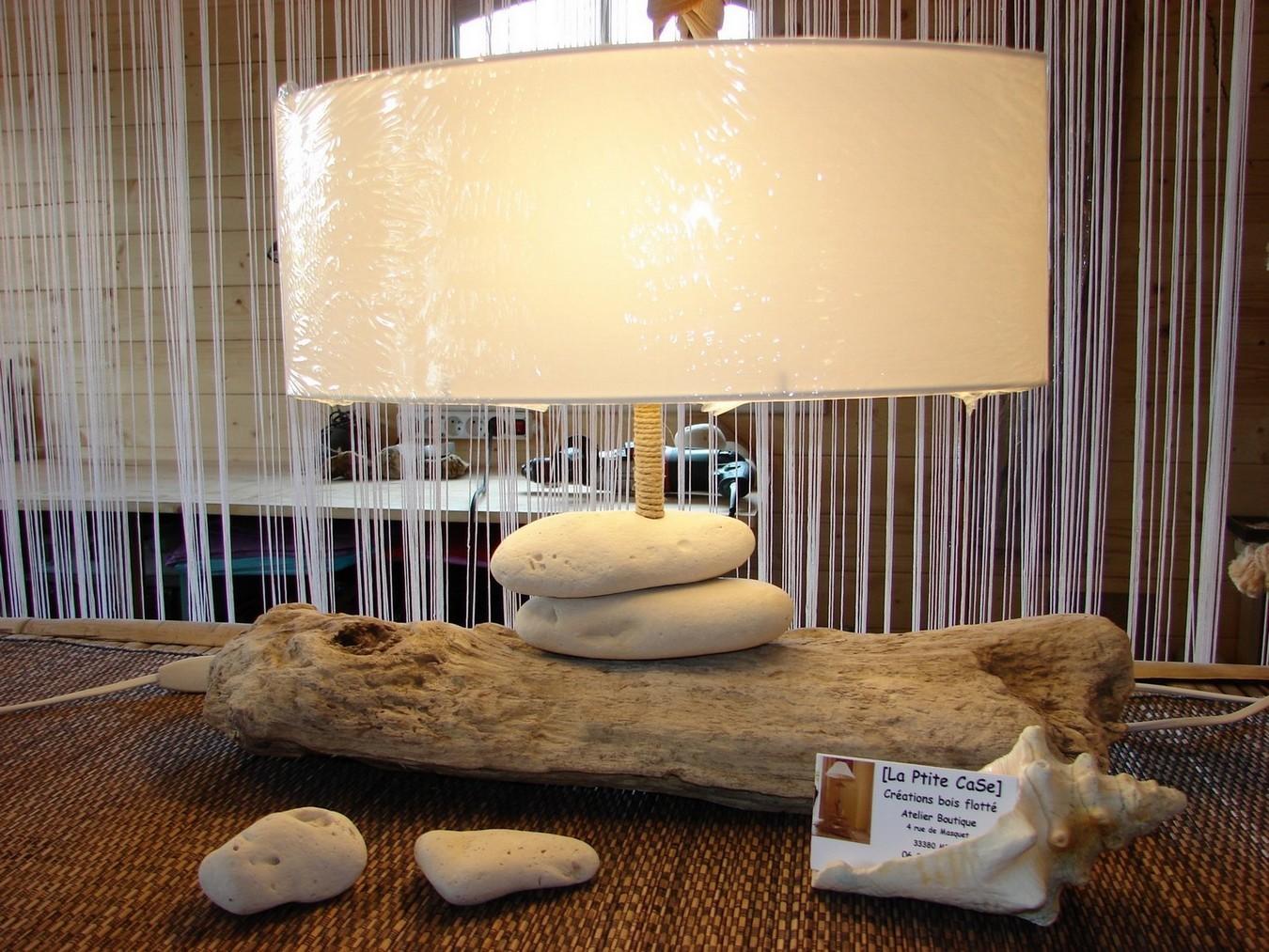 Lampe bois flotté et galets