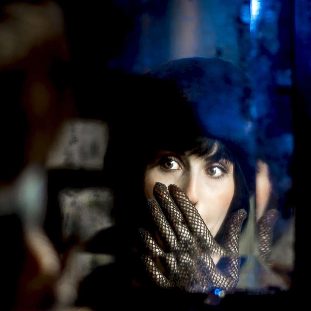 L'inconnue au miroir