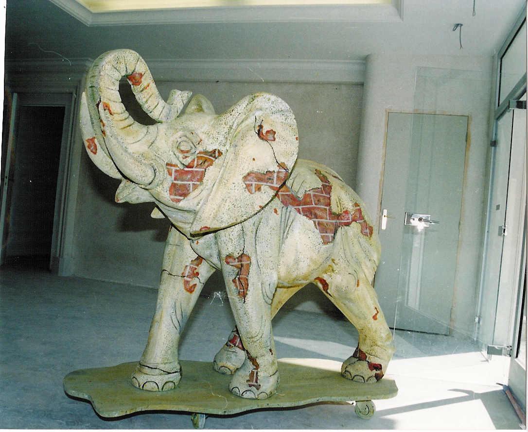 """l'elephant """"bléssé"""""""
