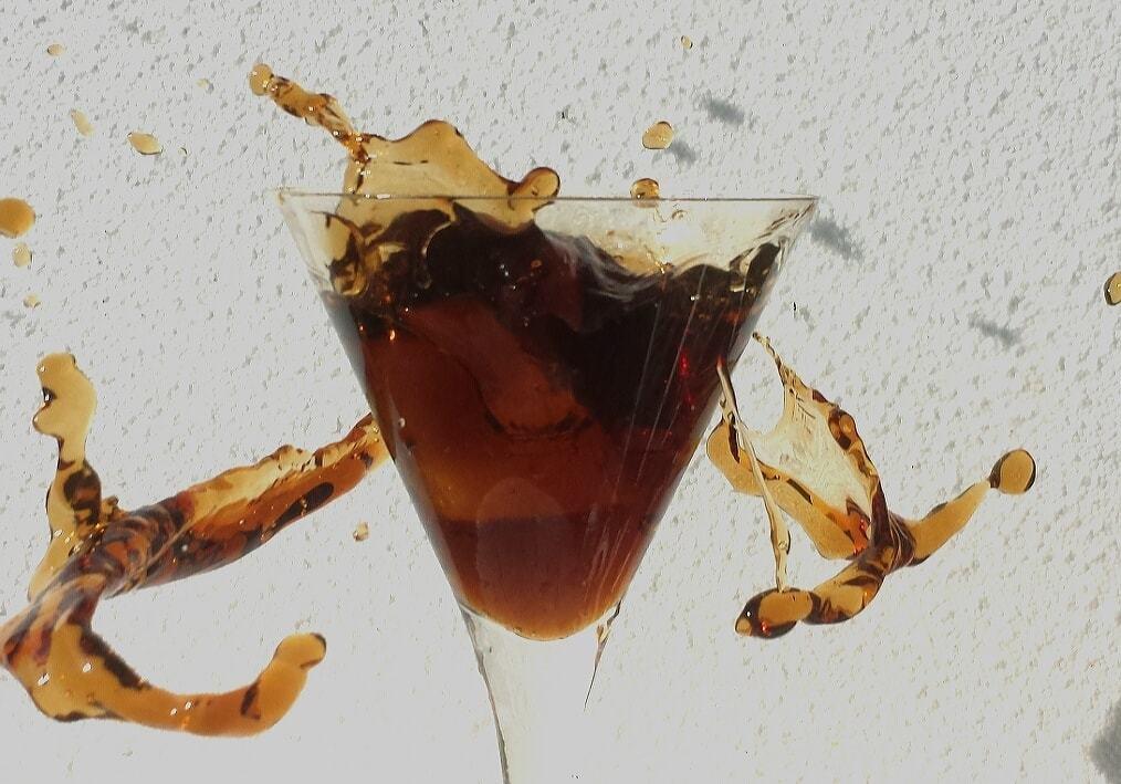 Verre de liquide en apesanteur 3
