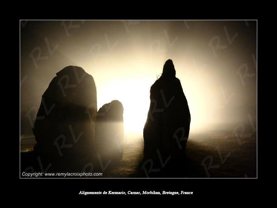 Kermario, des ombres dans la nuit