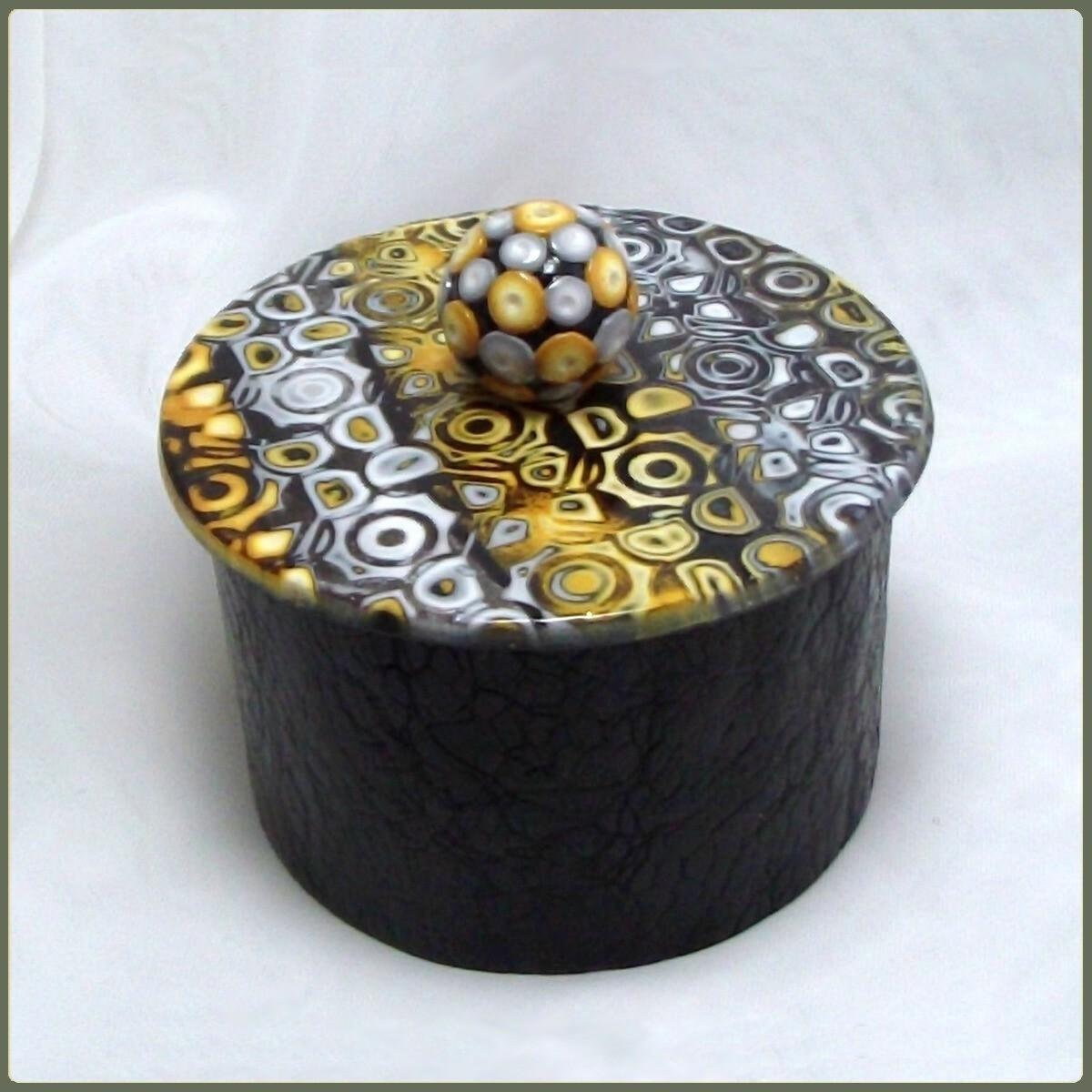Boite décorative jaune et noire en argile polymère