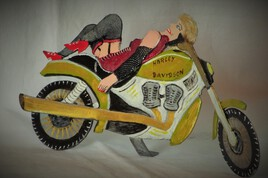 baboonette et sa Harley...