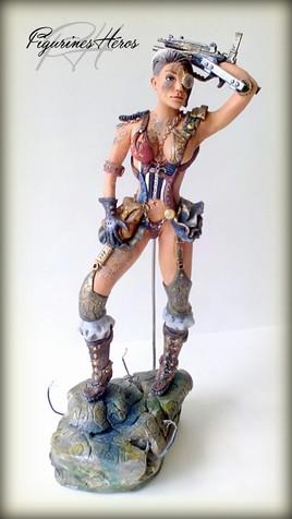 Figurine femme steampunk