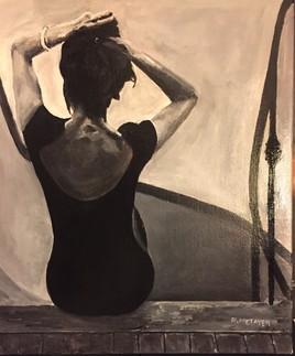 Femme assise sur le palier n°12