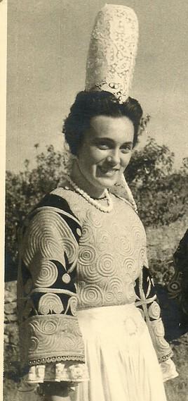 Ma maman à une vingtaine d'années juste après la guerre (1946-1947)