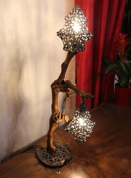 Lampe en bois de vigne