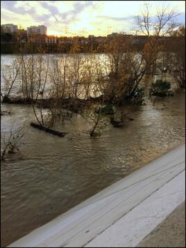 La Garonne à l'assaut des digues.