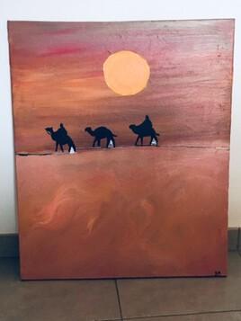 Pasaje de camelo en el desierto