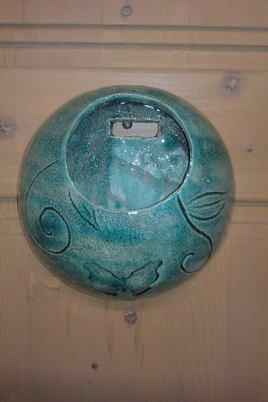 vase mural bleu