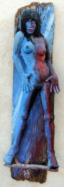 Femme sur bois vermoulu