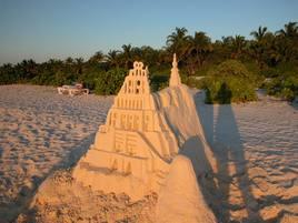 Châteaux de sable au Maldives