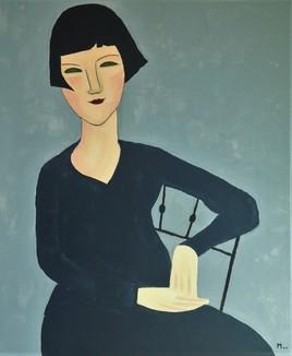 Femme assise a la veste bleue
