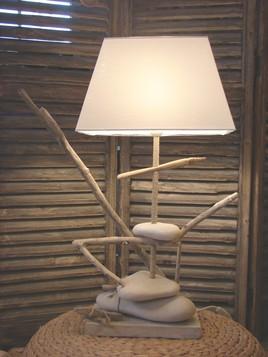 Lampe bois flotté et galets II