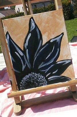 Fleur noire et bleue