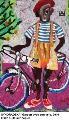 Garçon et son vélo.