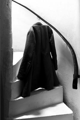 Dans l'escalier