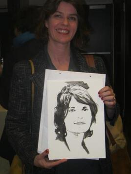 La comédienne Irène JACOB avec le portrait que j'ai réalisé