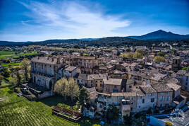Peyrolles en Provence.