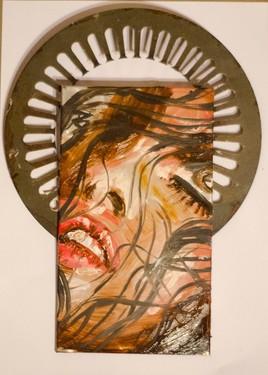 Visage de femme entouré de son nimbe. 'série 1'