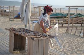 vendeuse de poisson séchée