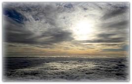 Un océan de nuages.