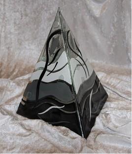 Pyramidalpha