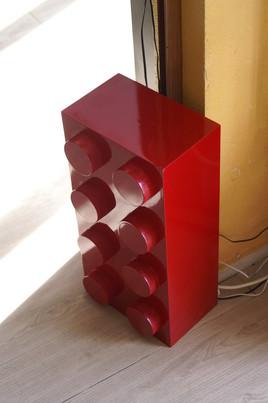 un LEGO rouge.