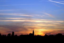 COUCHER de SOLEIL sur l'Abbaye de Bassac et pollution