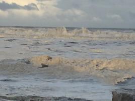 La mer écume sa colère !