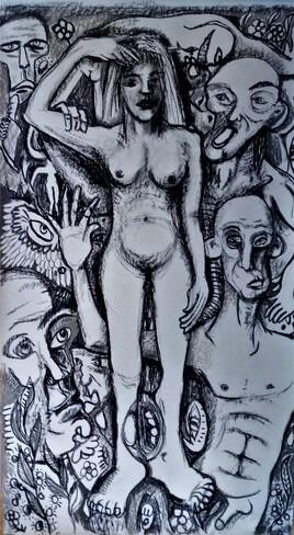 Femme au milieu
