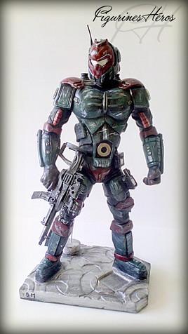 Figurine d'un robot futuriste