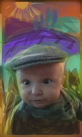 mon petit fils ,  futur paysan , comme son arrière grand-père