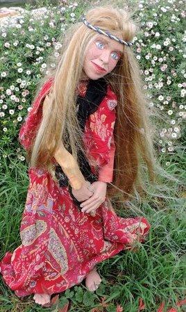 Jeune fille marionnette à fils