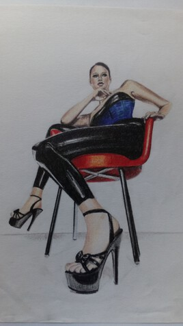 femme sexy Latex sur chaise rouge