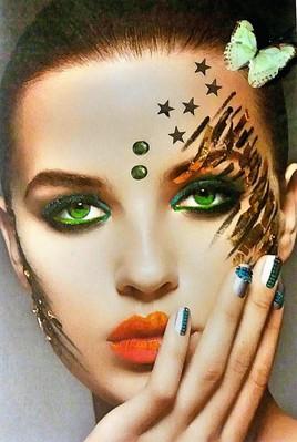 Femme au maquillage sauvage maquillage
