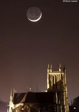 La Lune et la cathédrale