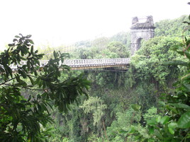 le pont de la rivière de l'est