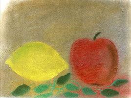 Pomme et citron sur lit de feuilles
