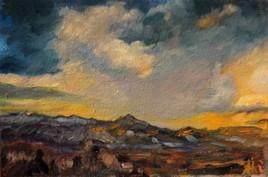 Montagne cuivrée, ciel d'orage