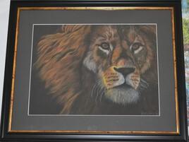 lion aux pastels secs dans son encadrement
