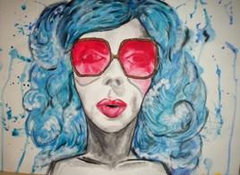 fille aux lunettes de soleil