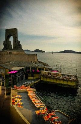 Hotel en bord de mer  - Le fichier 20€ - Tirages tous formats voir mon site sur mon profil