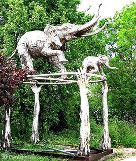 Éléphant de plus de 6 mètres